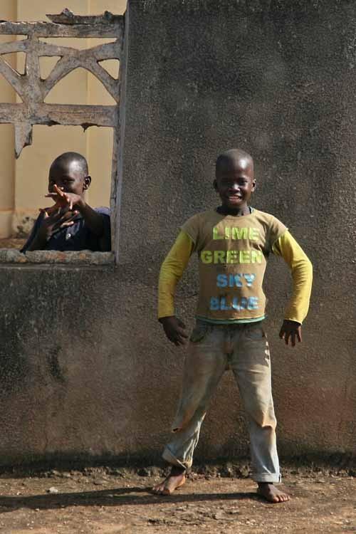 Niños posando